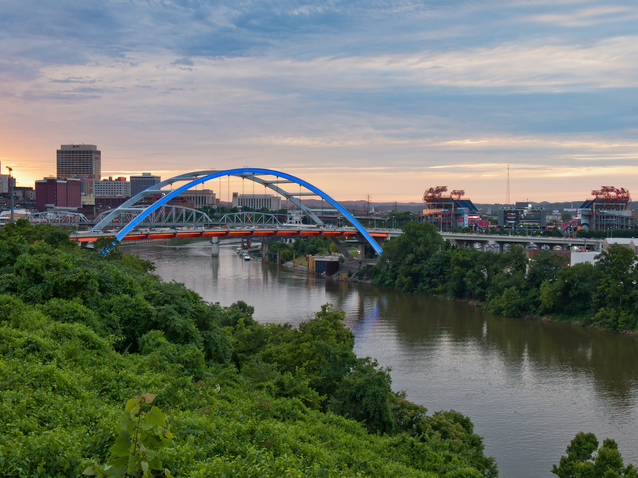 The Korean Veterans Bridge - Downtown Nashville, Tennessee - Olympus E520 / 14-54mm f2.8-3.5