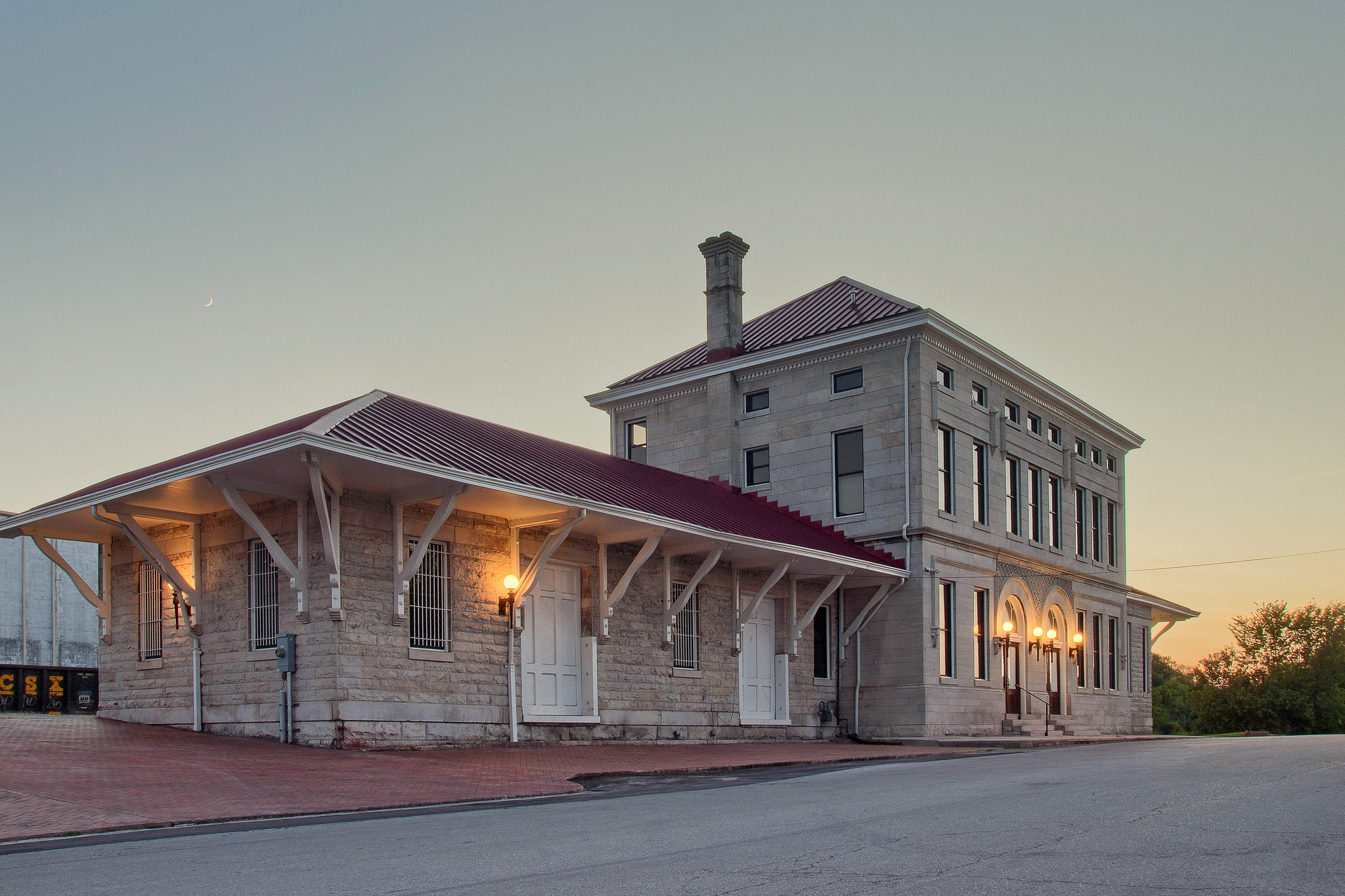 Old Train Depot - Columbia, Tennessee - Olympus E520 / 14-54mm f2.8-3.5 / 6 Frames / SNS HDR / Shift N Lens Correction