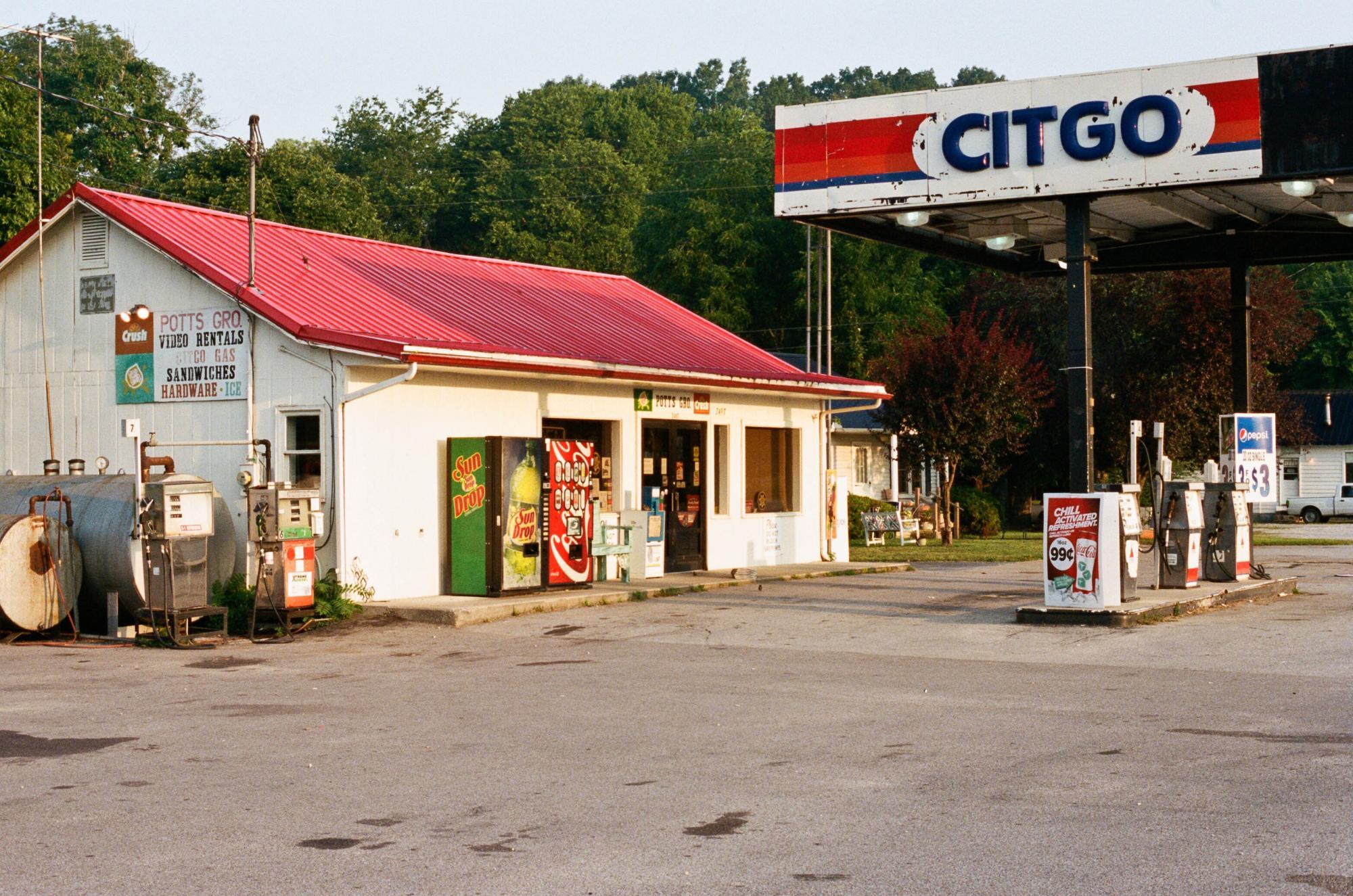 Pott's Grocery in Santa Fe, Tennessee